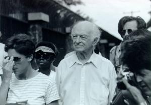 Linus Pauling in Corinto, Nicaragua. July 26, 1984