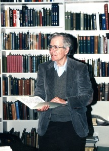 Noam Chomsky in the original Special Collections reading room, Kerr Library, 1995.