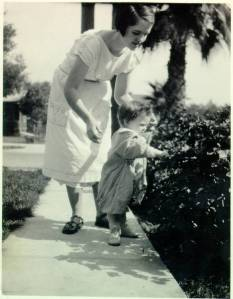 Ava Helen and Linus Pauling, Jr., 1926.