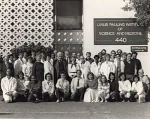 Group photo of the Linus Pauling Institute of Science and Medicine staff, 1989.  Ewan Cameron stands adjacent to Linus Pauling's left shoulder.