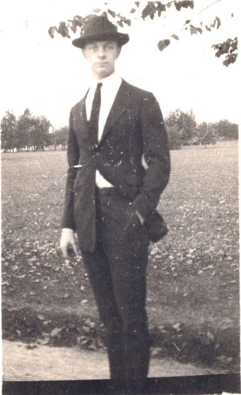 Linus Pauling, 1917.