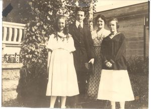 Lucile, Linus, Belle, and Pauline Pauling, 1916.