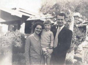 Ava Helen, Linus Jr. and Linus Pauling, 1930.
