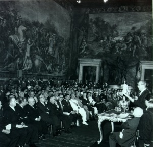 Linus Pauling lecturing on Amedeo Avogadro, Rome, Italy, June 6, 1956