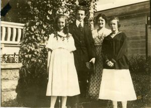 The Pauling family, 1916.