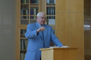 Dr. Davis in lecture, April 2009. Photo by Philip Vue.