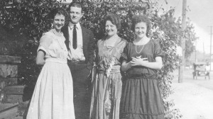 Lucile, Linus, Belle and Pauline Pauling, 1922.