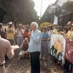 Linus Pauling speaking at a vigil outside the U.S. Embassy, Managua, Nicaragua, July 1984.