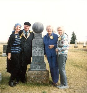 Linda Pauling Kamb, Linus, Pauline and Lucile Pauling at the grave of L. W. Darling, Condon, Oregon. 1988.