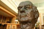 A bust of Linus Pauling presiding over the Special Collections reading room, 2004. (Bust by Erna Weil)