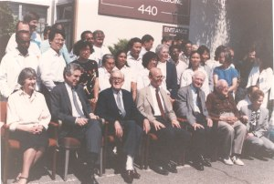 LPISM staff assembled for a group photo.  To Pauling's right are Emile Zuckerkandl, Ewan Cameron and Richard Hicks.