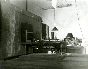 X-ray apparatus assembled on Linus Pauling's desk in the basement of the Gates Laboratory, 1925. Pauling's hat is seen in the rear of the photo.