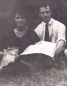 Ava Helen Miller with Linus Pauling, 1922.