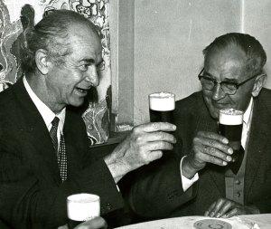 Pauling and Martin Niemoller, not disrupting the regimen, 1958.
