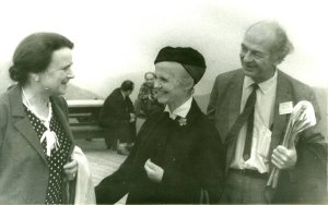 The Paulings with Mrs. Dubinin at the 7th Pugwash Conference, Stowe, Vermont, 1961.