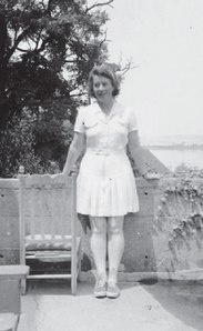 Dorothy Wrinch, 1940. (Cold Springs Harbor Laboratory Archives photo)