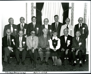 Humphry Osmond (front row seated, far left), with the Paulings and others at a gathering in Tulsa, Oklahoma. June 1972.