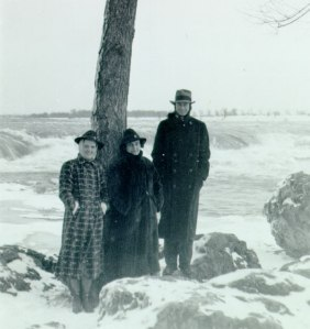 The Paulings and Yvonne Handy at Niagara Falls, January 1938.