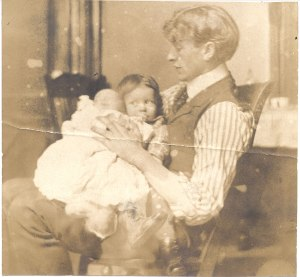 The young father with his infant daughter, Pauline, and slightly older son, Linus. 1903.