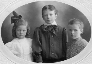 The Pauling children, 1908.