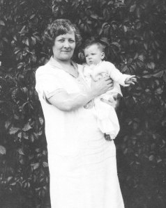 Belle with her grandson Linus Jr., 1925.