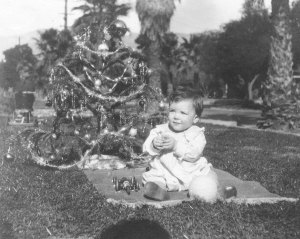 Linus Pauling, Jr.'s first Christmas, 1925.