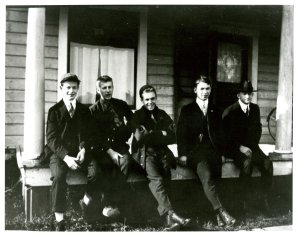 "Pauling with a few of his Gamma Tau Beta fraternity brothers.  Pauling, at left, wears his ""rook lid,"" required apparel for all OAC freshman boys at that time. Ca. 1917."