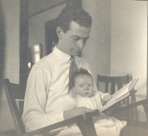 Linus Pauling, reading with Linus Jr., 1925.