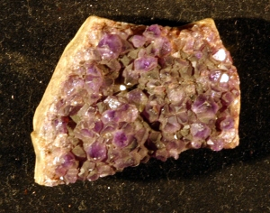 Amethyst crystal given to Pauling by Oppenheimer in the early 1930s.