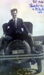 Pauling in Pasadena, 1922.