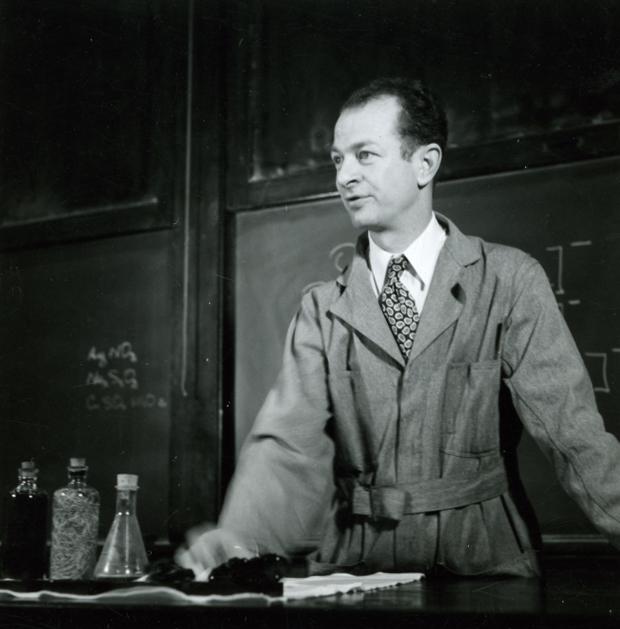 1935i.1