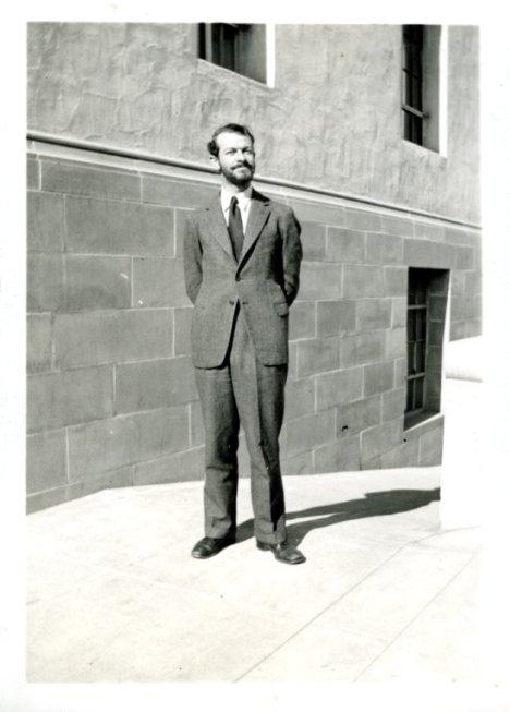 1935i.030-300dpi-550w